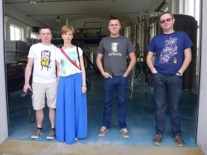 Dzień drugi zaczynamy od wizyty w Artezanie - jest Kowal i Boguśka ze Smaki Piwa, jest i Kopyr z wiadomo skąd