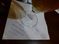 Gratka dla kolekcjonerów. Podkładka z podpisami i odciskiem palca piwowarów