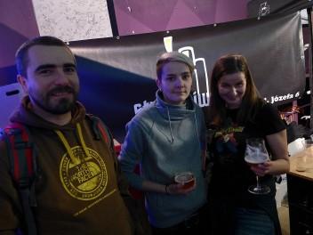 Darek i Ewelina z Piwnego Podziemia a w środku Patrycja z Pracowni Piwa