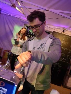 Łukasz Lis polewa Doctor Brew Double IPA