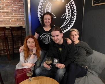 Ela, Magda, Pati, Docent