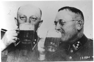 Gley_and_Hering_drinking_beer