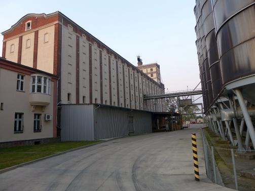 Budynek zamaczalni i stare silosy z Czech