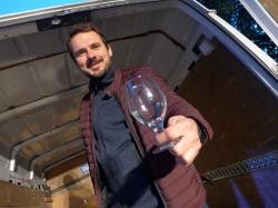 Piotr Musielak na posterunku z zapasem szkła