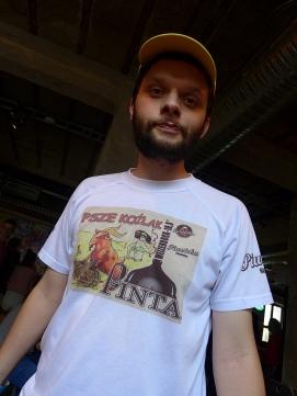 Miniak z pierwszą koszulką PINTY